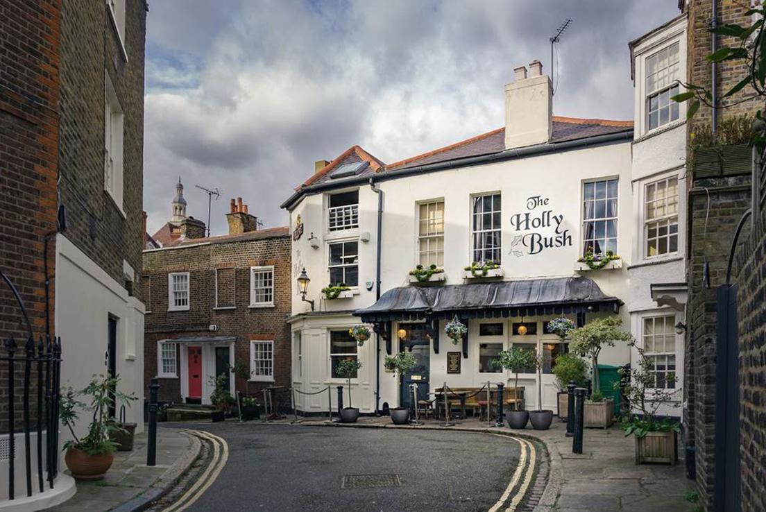 Imagen de la fachada del pub inglés The holly bush