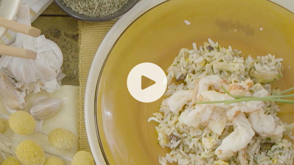 imagen de plato de arroz con gambas y alcachofas